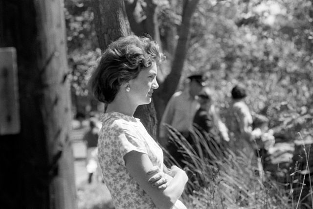 640px-Jackie_Kennedy_by_Toni_Frissell,_1957